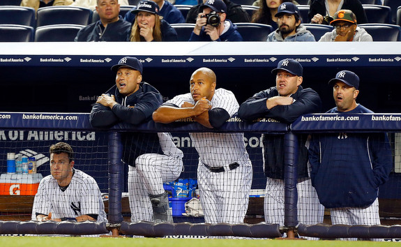 That's not Ben Affleck in a Yankee hat sitting next to Spike Lee, is it? (Jim McIsaac/Getty)