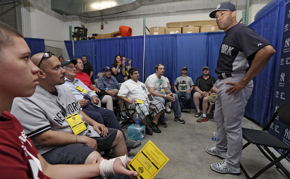 Mariano Rivera met with some veterans and their families yesterday. (AP Photo/Chris O'Meara)