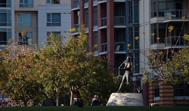 Tony-gwynn-statue