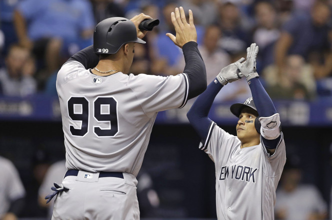 Best hi-five ever (Source: AP)
