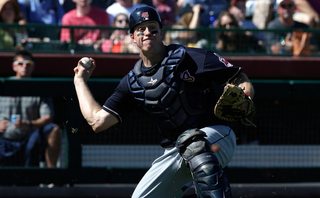 Yankees acquire catcher Erik Kratz from Indians